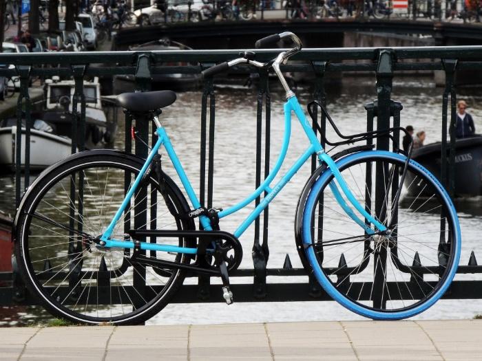 Chiêm bao thấy người yêu tặng mình chiếc xe đạp màu xanh