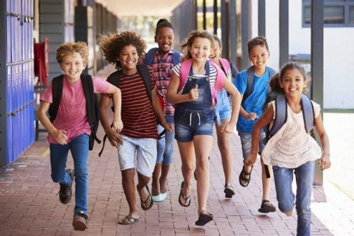 Mơ thấy mình đi bộ đến trường
