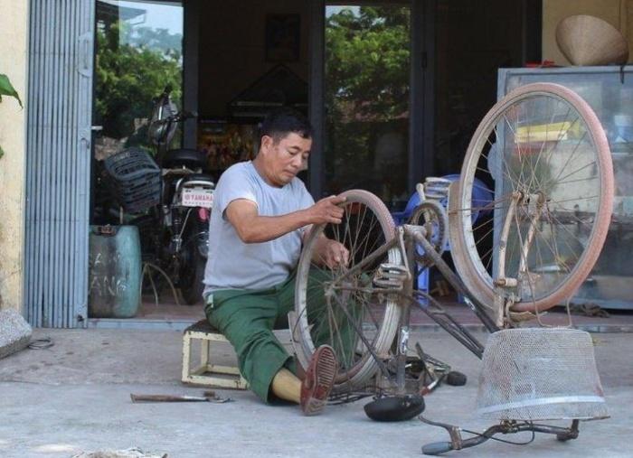 Giữa trưa mơ thấy xe đạp bị hỏng đang được bố sửa lại